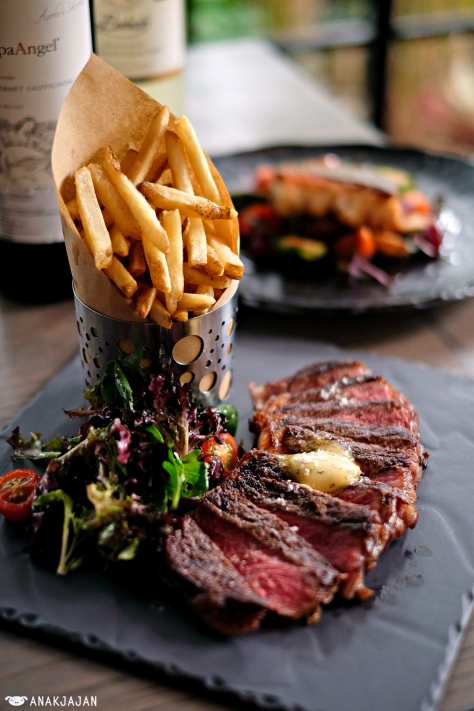 Steak Frites (240g) IDR 350k