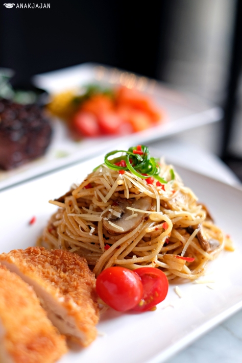 Choice of Pasta (Aglio Olio) + Cordon Bleu IDR 62.5k