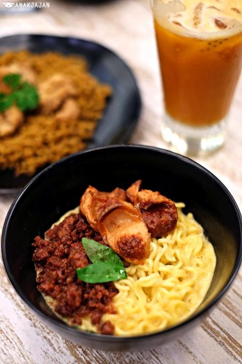 Indomie Kuah Creamy Telur Asin IDR 19k + Sosis Sapi IDR 6k + Corned Beef IDR 7k