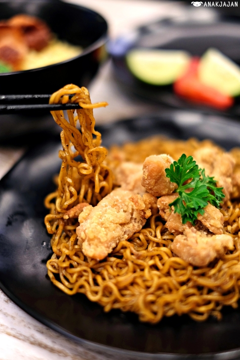 Indomie Goreng Lada Hitam IDR 16k + Chicken Karaage 10k