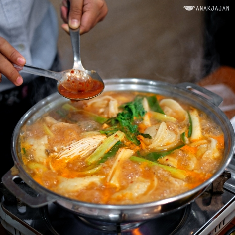 Man Du Jeon Gol (Korean Style Dumpling in Hot Pot) IDR 270k