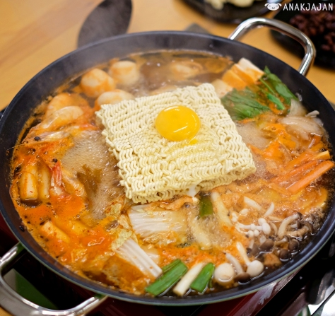 Seafood Jjigae with Kimchi Broth IDR 114k (pot) + Egg + Ramyun