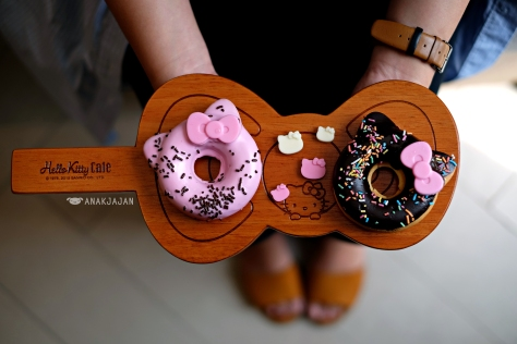 Hello Kitty Donut IDR 38k (daily flavor)
