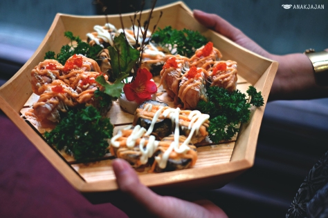 Spicy Salmon Crispy Roll IDR 128k / Salmon Roll IDR 128k