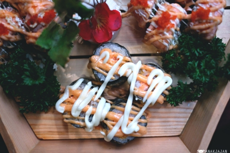 Spicy Salmon Crispy Roll IDR 128k