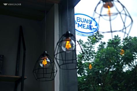Buns & Meat