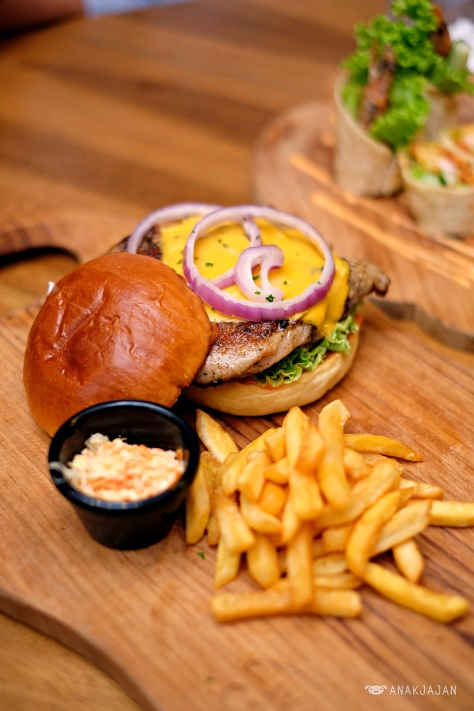 Grilled Chicken Burger with Cheese & Black Pepper Sauce IDR 55k