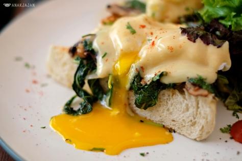 Eggs Benedict IDR 70k