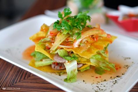 Crispy Thai Beef Salad IDR 30k