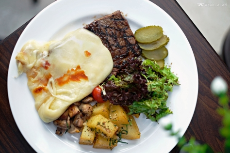 Raclette Steak IDR 175k https://anakjajan.com/2016/08/31/willie-brothers-steakhouse-pesanggrahan-jakarta/