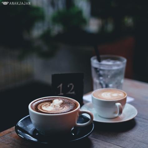 Piccolo THB 80, Cafe Mocha THB 90