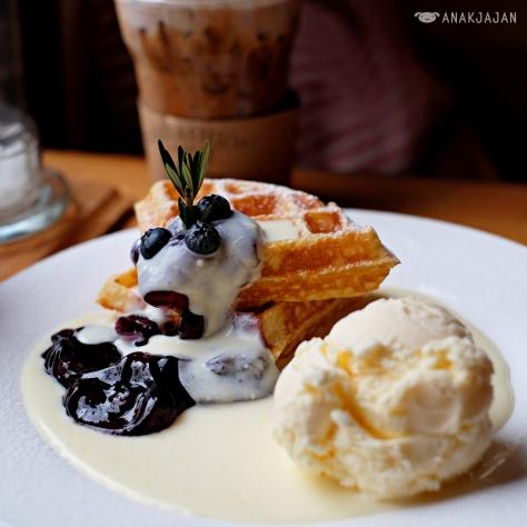 Waffle Blueberry THB 185