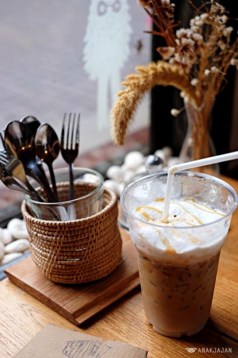 Iced Caramel Macchiato THB 100