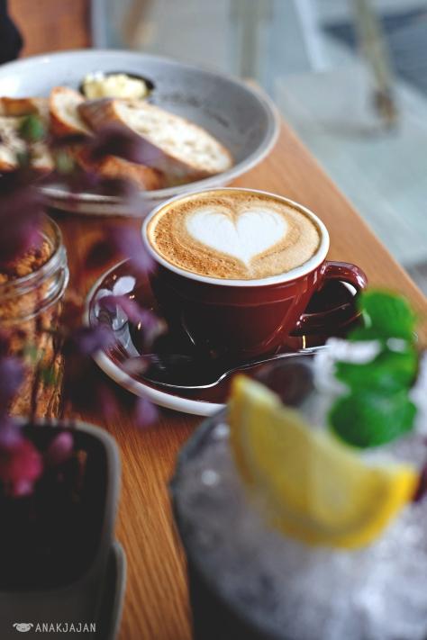 Cappuccino THB 100