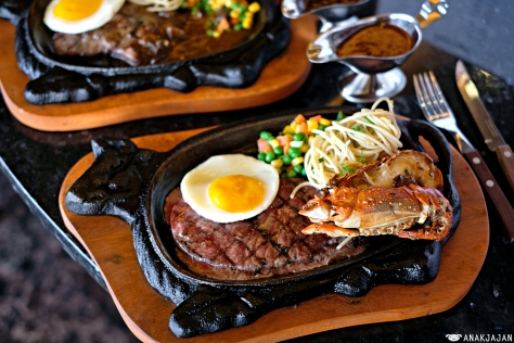 Wagyu Tenderloin Steak 200gr + Grilled Lobster IDR 128k