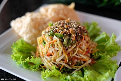 Crispy Fish Salad (Salad Ikan Gurih) IDR 42k