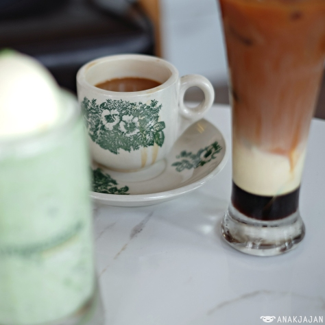 Hot PappaRich Cham (Coffee + Milk Tea) IDR 23k