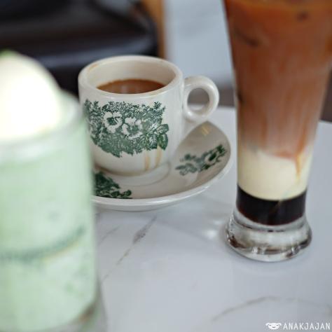 Hot PappaRich Cham (Coffee + Milk Tea) IDR 23k