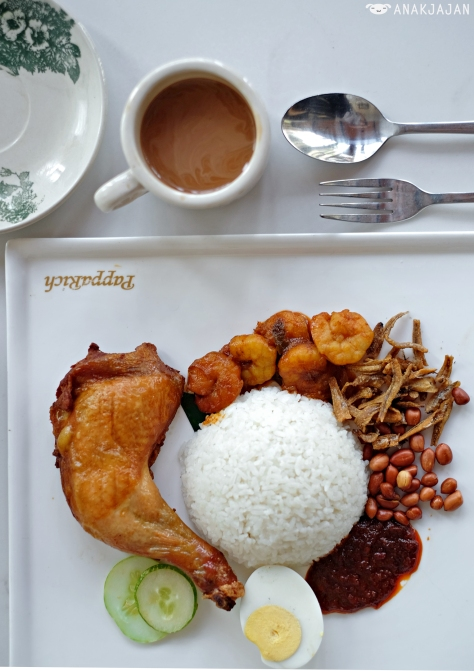 Nasi Lemak with Fried Chicken + Sambal Prawns IDR 60k