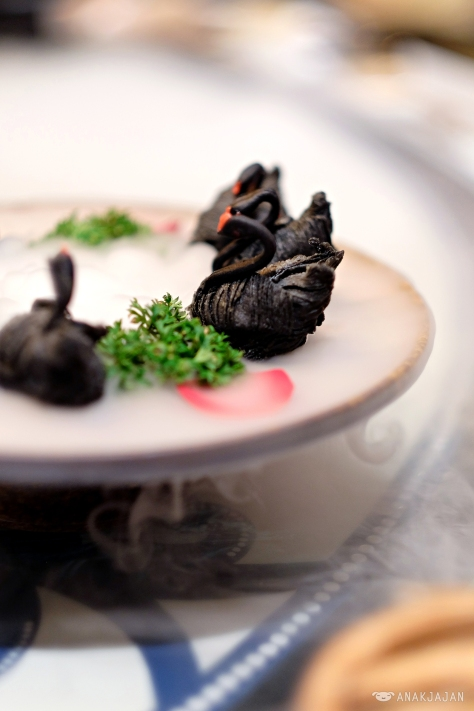 Swan Dumpling with Black pepper Duck Meat IDR 89k (6pcs)