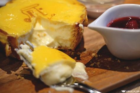 Berry Mini Cheese Tart JPY 930