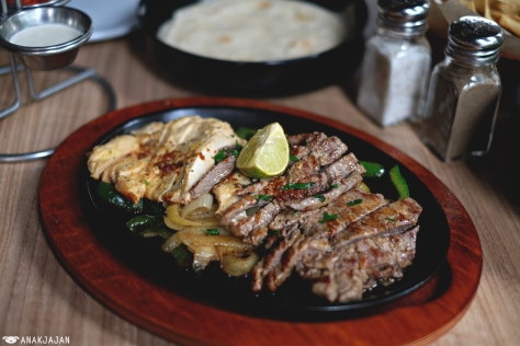 Grilled Chicken and Grilled Steak Fajitas IDR 174.9k