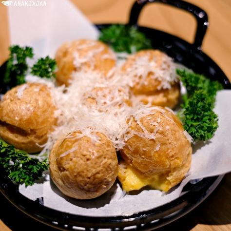 Truffle Cheese Choux IDR 45k