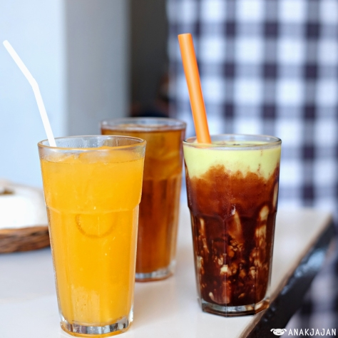Iced Tea (Refill) IDR 7k// Orange Juice IDR 25k// Avocado Juice IDR 20k