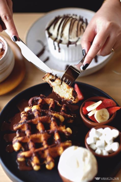 Kakolait Waffle Set IDR 65k