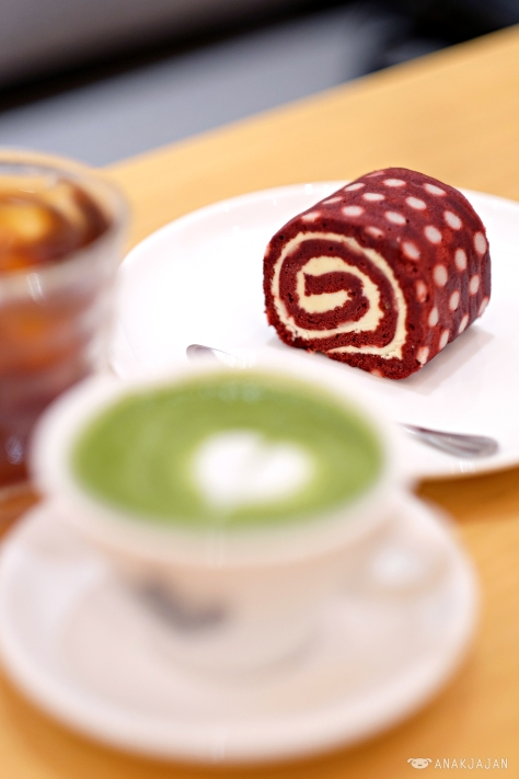 Red Velvet Swiss Roll Cake IDR 20k