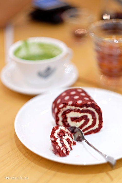 Red Velvet Swiss Roll Cake IDR 20k