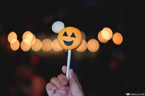 Jack-o'-lantern Macaron Stick