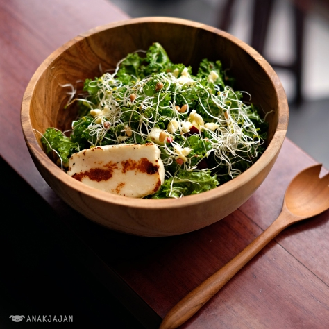 Raw Kale & Quinoa Salad with Halloumi Cheese IDR 68k