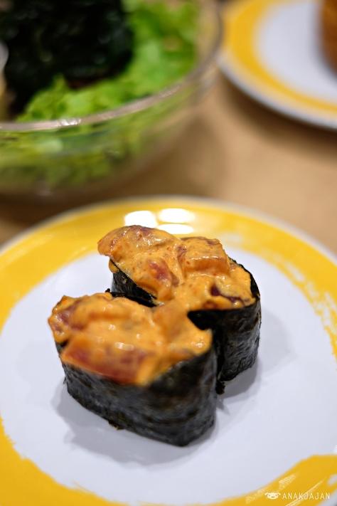 Spicy Salmon Gunkan IDR 26k