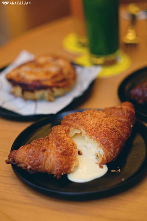 Cheesecake Lava Croissant