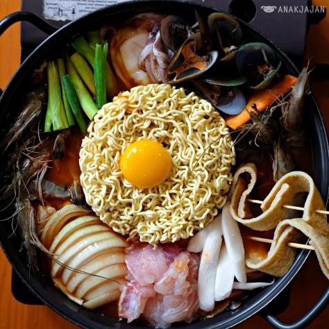 Budae Jjigae Seafood IDR 189k + Egg IDR 9k