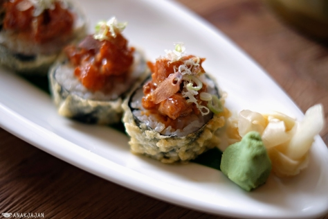 Lazy Salmon Roll IDR 125k