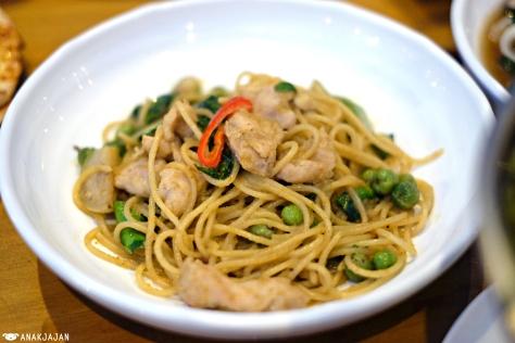 Chicken Green Curry Spaghetti THB 185