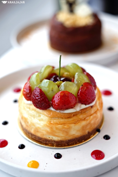 Cheese Fruit Tart, IDR 150K (12cm)