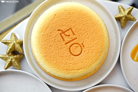 Cheesecake Original/Orange IDR 200K (whole cake)