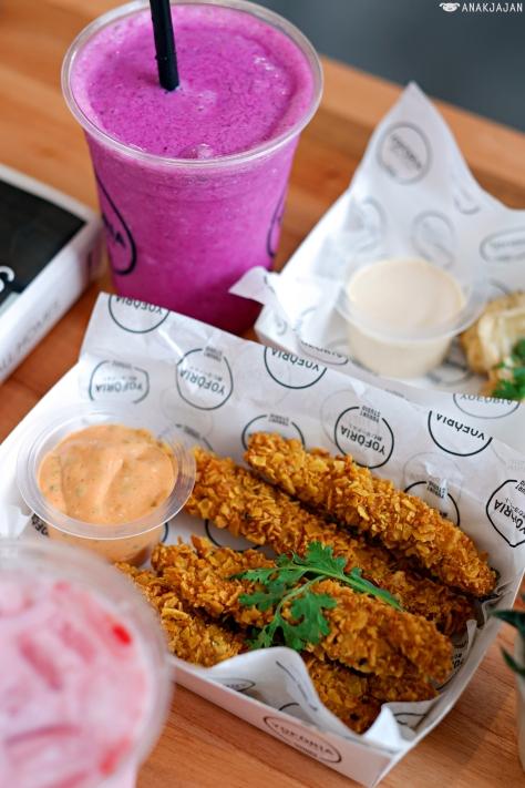 Chicken Nachos w/ Thai Sauce IDR 35k