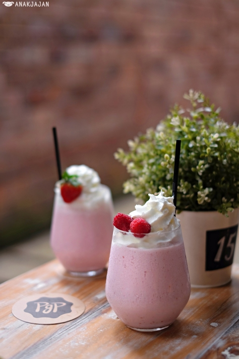 Ban Berry Smoothies IDR 30k // Ice Blended - Raspberry Milk IDR 30k