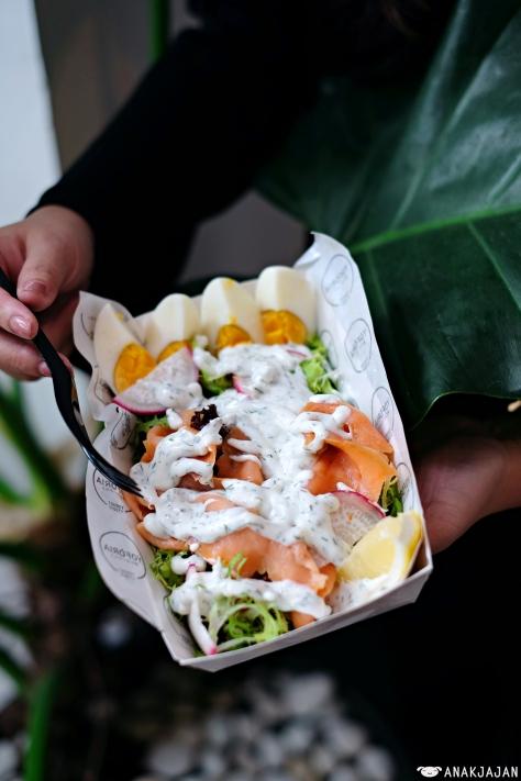 Salmon Salad w/ Dill Yogurt Dressing IDR 40k