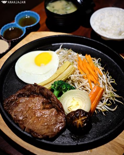 Beef Teppanyaki IDR 132.8k (ala carte) 152.8k (set)