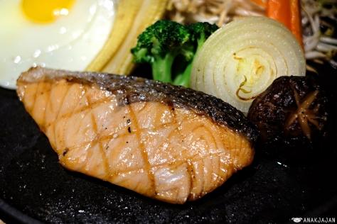 Salmon Teppanyaki IDR 64.8k (ala carte) 84.8k (set)