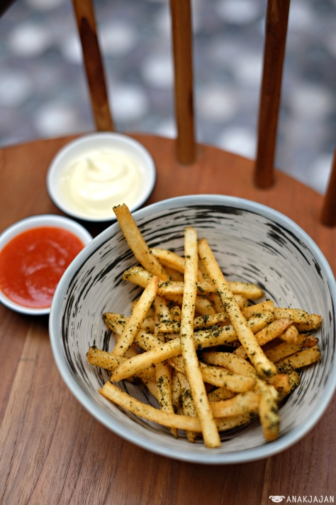 Seaweed Fried with Truffle Aioli IDR 65k