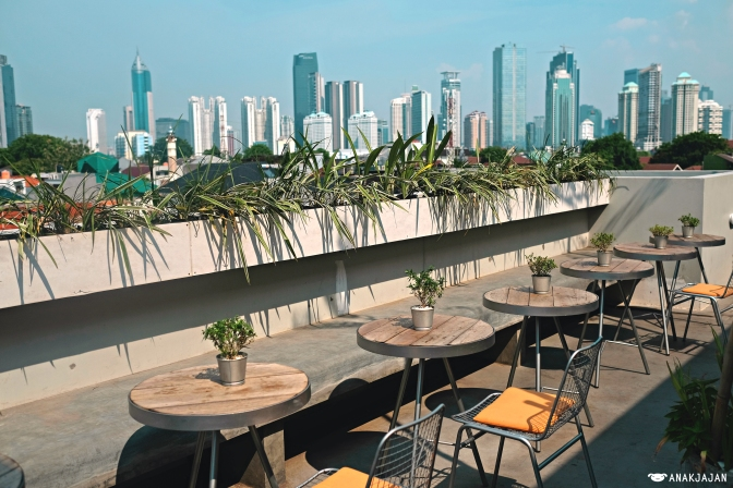 CASA LIVING SENAYAN – Hotel, Coffee Shop, Rooftop Cafe