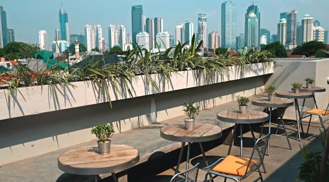 CASA LIVING SENAYAN – Hotel, Coffee Shop, Rooftop Cafe